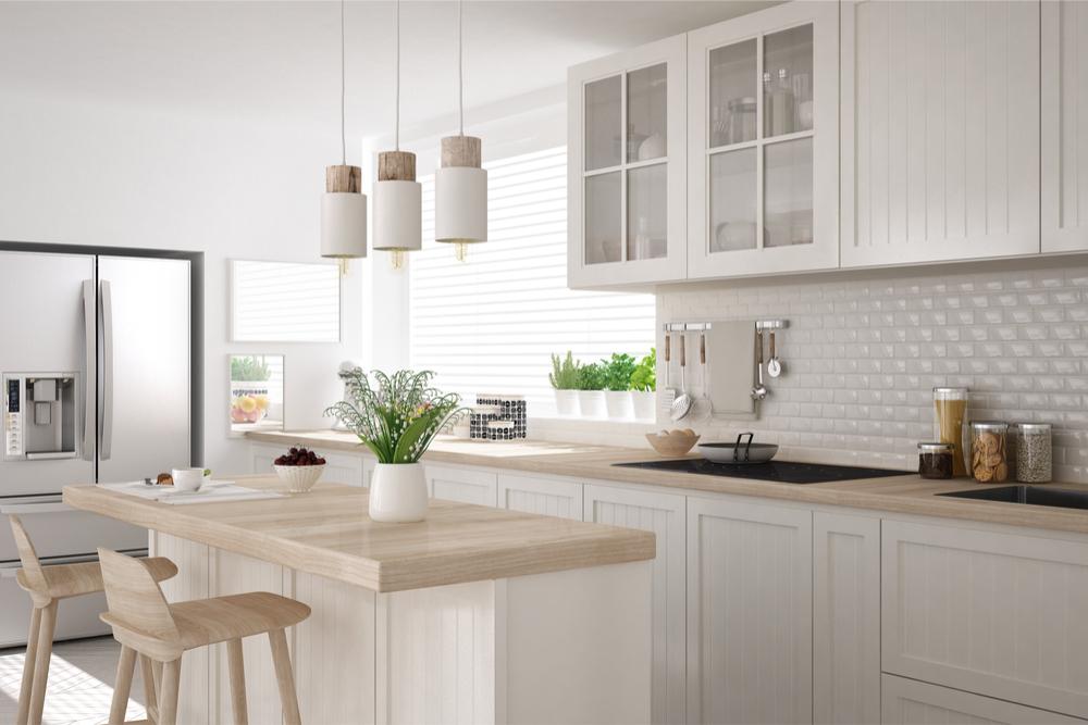 Ver cocinas modernas cheap cocina blanca con pared de for Ver cocinas integrales modernas