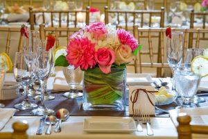 Como decorar una mesa de comedor con flores
