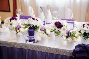 Como decorar una mesa de comedor elegante