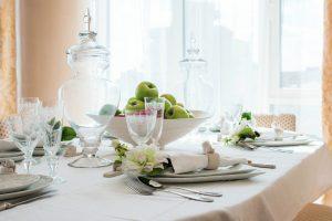 Como decorar una mesa de comedor grande