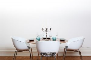 Mesa de comedor de madera redonda