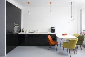 Mesa del comedor blanca