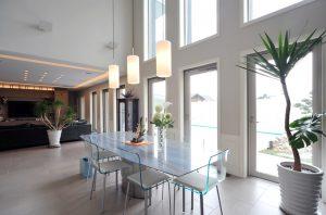 Mesa moderna de comedor de cristal